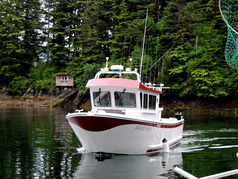 Alaska salmon fishing alaska halibut fishing sitka for Alaska fishing trip